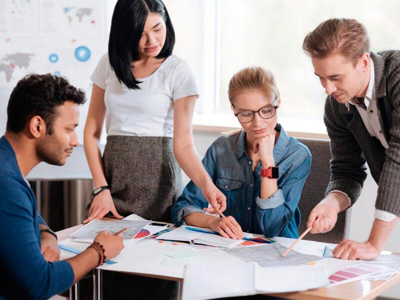 en recursos humanos ven temas relacionados a los colaboradores que trabajen en la empresa