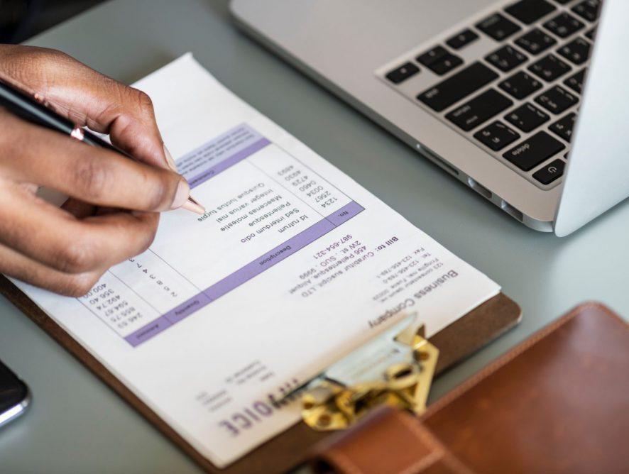 La factura es un comprobante de pago legal que ayuda al comprador a poder deducir impuestos.