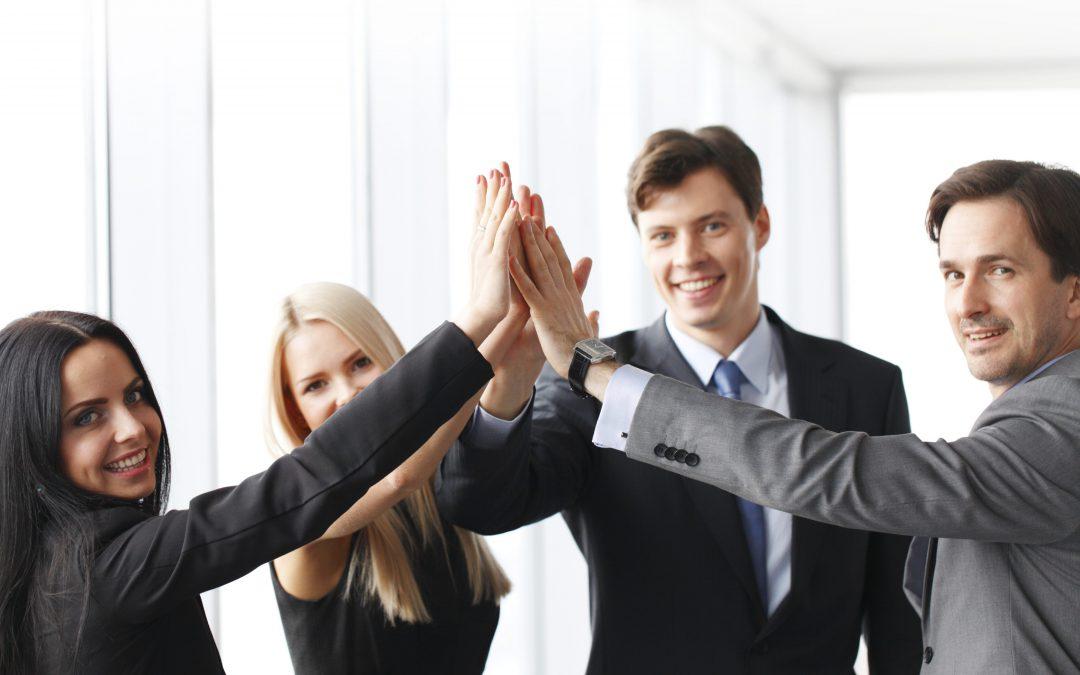 La satisfacción en el trabajo por parte de los empleados resulta fundamental para las organizaciones. La satisfacción puede estimular la energía positiva, la creatividad y una mayor motivación para el triunfo.