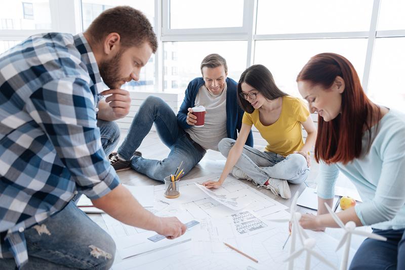 Los empleados que están satisfechos ayudan voluntariamente al resto de sus compañeros de trabajo.